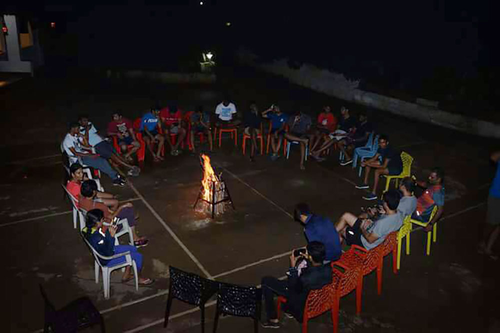 dhanagiri-bedroom-campfire
